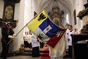 Kardinál posvětil novou vlajku města Český Brod.