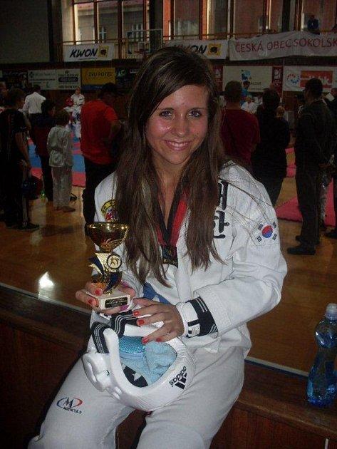 Ornela Procházková opět ukázala, že je výbornou závodnicí. Na závodech v Hradci Králové skončila ve společné kategorii na prvním místě.