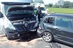 Hromadná dopravní nehoda čtyř osobních a dvou nákladních automobilů na silnici I/38 mezi obcemi Pňov-Předhradí a Nová Ves I.