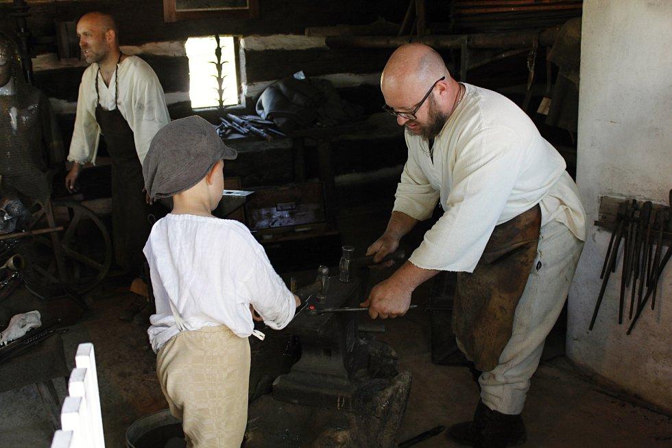 Děti si mohly poslechnout i kovářské pohádky.