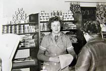 V šedesátých letech prodávala v místních potravinách paní Poláčková.