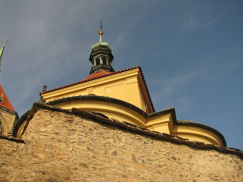 Babí léto v okolí chrámu sv. Bartoloměje v Kolíně.