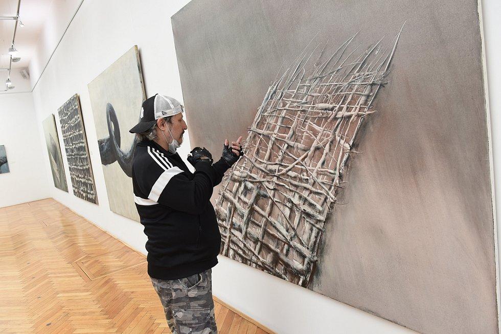Z výstavy malíře Oldřicha Tichého v Galerii města Kolína.