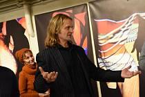 Šestice výtvarníků sdružených vAsociaci jihočeských výtvarníků vystavila svá díla ve Studiové scéně Pod točnou Městského divadla v Kolíně.