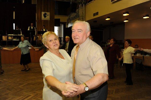 Nedělní taneční odpoledne Klubu přátel Františka Kmocha