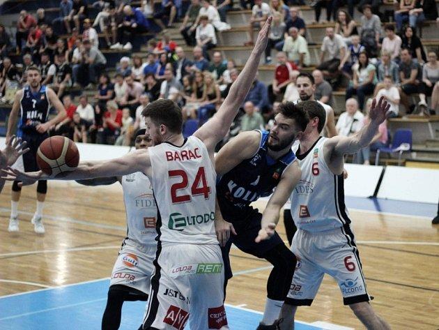 Čtvrté utkání čtvrtfinálové série BC Geosan Kolín - Nymburk (71:99).