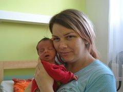 Adéla Ornstová přišla na svět 20. června 2015. Její poporodní míry činily 49 centimetrů a 2630 gramů. Maminka Michaela a tatínek Jiří svou prvorozenou vychovávají v Přistoupimi.