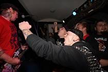 Z punkového večírku v baru Pod Hodinama v Kolíně.