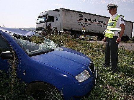 Ošklivě vypadající dopravní nehoda se naštěstí obešla bez vážnějších zranění.