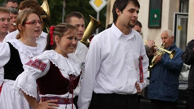 Oslava májů v Ovčárech dešti navzdory.