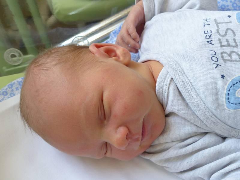 Patrik Růžička se narodil 2. října 2021 v kolínské porodnici, vážil 4065 g a měřil 52 cm. V Kolíně bude vyrůstat se sestřičkou Adrianou (2) a rodiči Adrianou a Patrikem .
