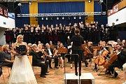 Podzimní koncert Kolínské filharmonie ve velkém sále Městského společenského domu vKolíně.