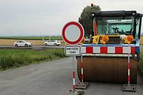 Z rekonstrukce křižovatky silnic I/12 a II/334 v katastru obce Třebovle.
