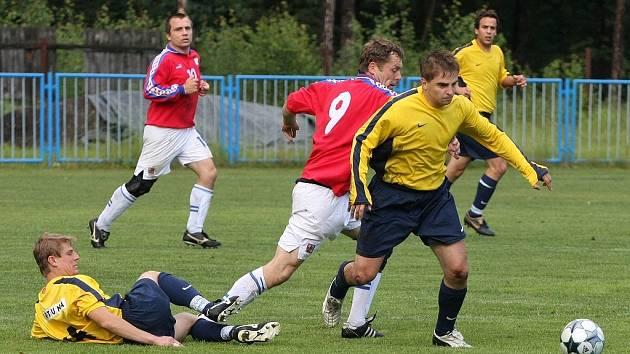 Z utkání Velký Osek - Radim (0:2).