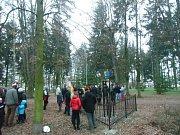 Odhalení pomníku Járy Cimrmana v Pečkách