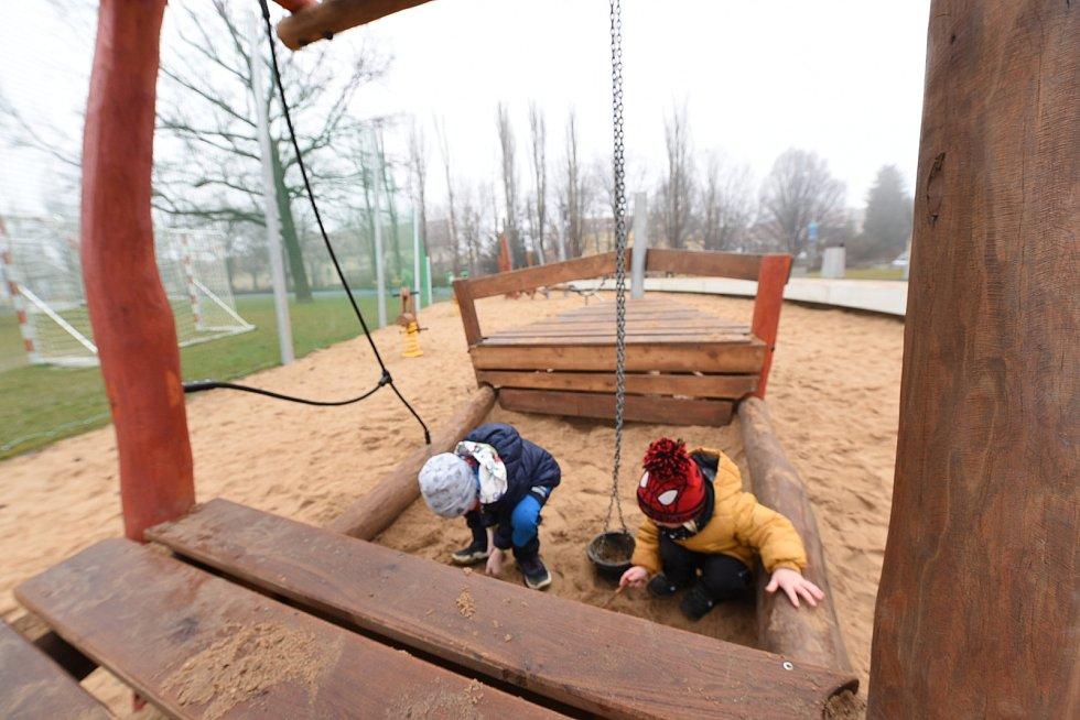 Na dětském hřišti v Kolíně.