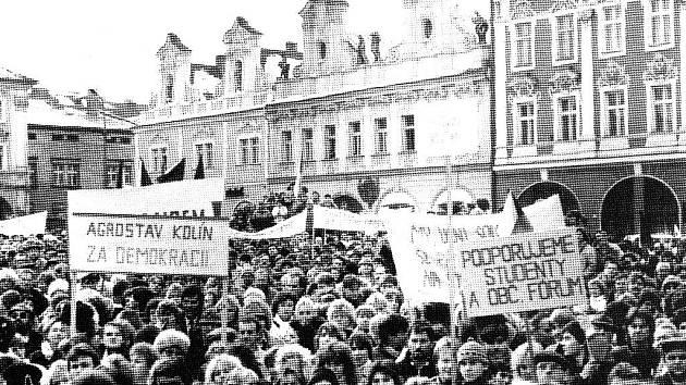 Demonstrace při generální stávce se na Karlově náměstí zúčastnily tisíce nejen Kolíňáků.