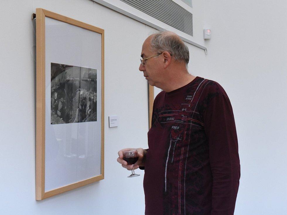 Městskou galerii v Kolíně zaplnily ilustrace a obálky knih malíře Zdeňka Buriana.