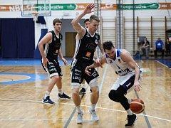 Z utkání BC Geosan Kolín - Nymburk (89:124).