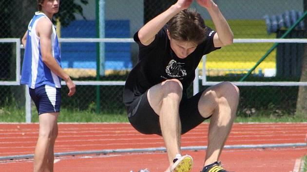 2. kolo atletického přeboru Středočeského kraje družstev dorostu a juniorů přineslo několik kvalitních výkonů.