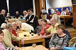 Předvánoční setkání seniorů ve společenském domě v Kolíně.