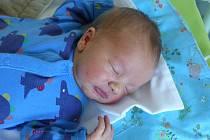 Matyáš Stoupa se narodil 15. května 2020, vážil 3595 g a měřil 51 cm. V Uhlířských Janovicích bude vyrůstat se sourozenci Anetou (11), Romanem (8) a rodiči Romanou a Martinem.