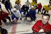 Z prvního tréninku kolínských druholigových hokejistů v pardubické ČEZ Areně.