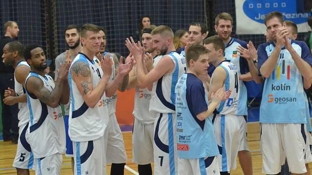 Z utkání nadstavby BC Geosan Kolín - USK Praha (87:82).