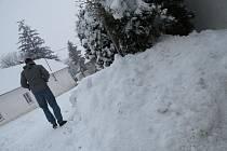 Velké starosti se sněhem měli i menší obce
