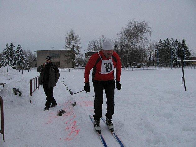 Všichni účastníci lyžařských závodů dojeli do cíle