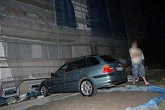 BMW skončilo v lešení.