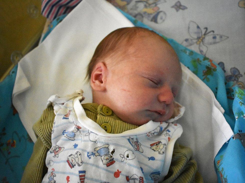 Štěpán Cajtahml se poprvé rozplakal 27. března 2017. Po porodu měřil 50 centimetrů a vážil 3210 gramů. Maminka Lucie a tatínek Jakub si ho odvezli do Červených Peček, kde se na něj těšila dvouletá Kristýnka.