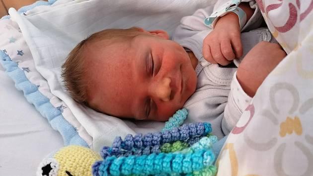 Jakub Linha, narozen v mělnické porodnici 9.12.2020 v 11:04 hod vážil 2350g a měřil 45cm. Rodiče jsou Monika Čermáková a Pavel Linha a doma se na něj těší roční bráška Kryštůfek.