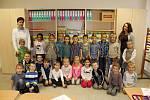 Žáci 1.B ZŠ Žitomířská s třídní učitelkou Markétou Richterovou