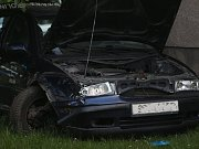 Havárie Škody Octavie v ulici Kpt. Jaroše v Kolíně