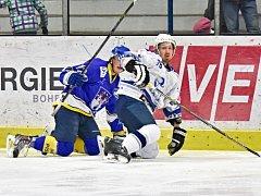 DOČKALI SE. Dlouho se nemohli druholigoví hokejisté v domácím zápase s Pískem střelecky prosadit, ale nakonec se jim to podařilo hned třikrát