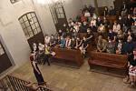 S kloboukem do nebes: z autorského čtení básnířky Jitky Novákové v kolínské synagoze.