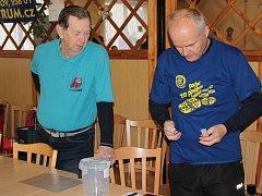 Milan Hoke již třicet let vytváří či upravuje značky na turistický stezkách. Zároveň se také podílí na pořádání pochodů v Benešově, jelikož již řadu let je členem, nyní i předsedou, benešovského odboru Klubu českých turistů.