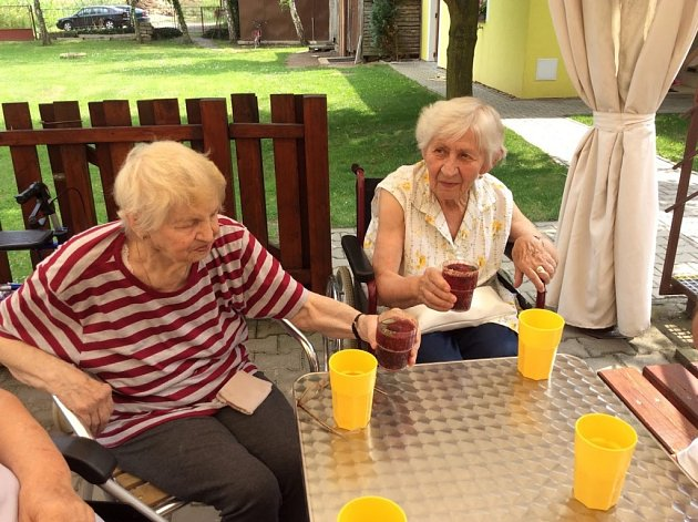 Koktejlové léto v Domově pro seniory v Pňově - Předhradí