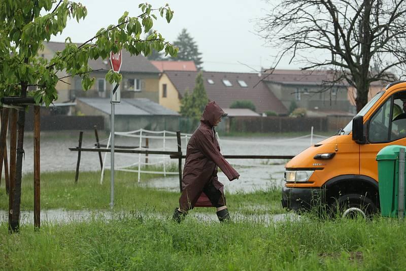 Lokální záplava v Sendražicích v neděli 14. června 2020.
