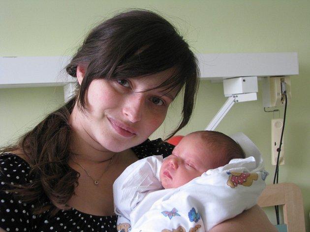Klára Slavíková se narodila 8. července v Kolíně. Vážila 2950 gramů a měřila 49 centimetrů. Doma v Pečkách ji přivítá maminka Pavla a tatínek Ondra.