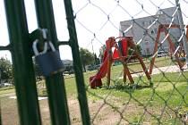 Centrální dětské v hřiště v Kolíně je stále pod zámkem. 26.5. 2009
