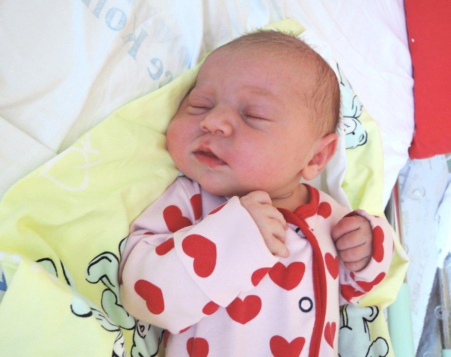 Rodina Kateřiny a Michala zKolína se rozrostla o dcerku. Kateřina Nováková se rozkřičela 26. července 2016 svýškou 52 centimetry a váhou 4000 gramů. Doma na sestřičku čekali sourozenci Natálka (8) a Vládík (10).