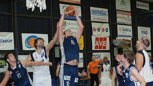Z utkání BC Kolín - Vyšehrad (87:53).