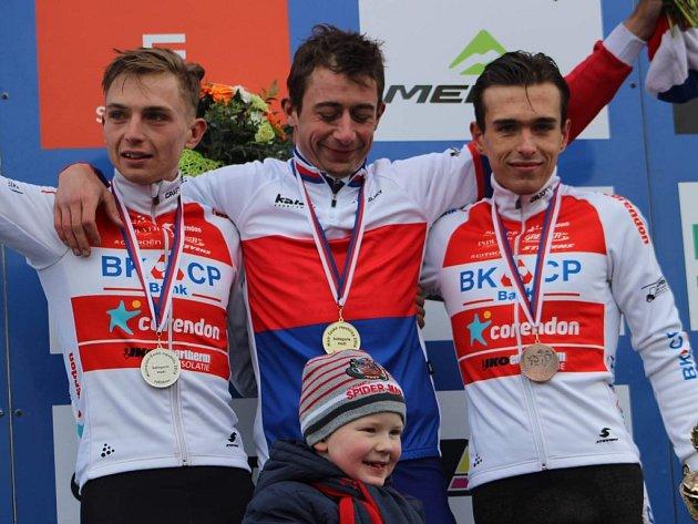 Mistrem republiky se v Kolíně stal Radomír Šimůnek (uprostřed), druhý skončil Michael Boroš (vlevo) a třetí Adam Ťoupalík (vpravo).