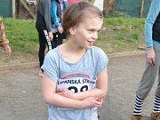 Na startovní čáru se před dospělými postavily děti