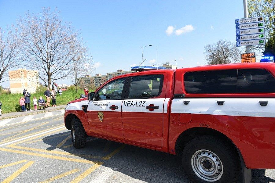 Tradiční Den záchranářů nahradila letos jízda automobilů městem.