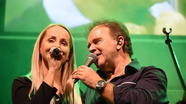 Z koncertu zpěváka Jakuba Smolíka v Městském společenském domě v Kolíně.