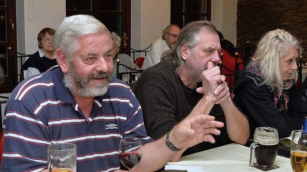 Petr Král (vlevo) na setkání po 25 letech od sametové revoluce v Kolíně