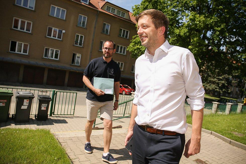 Volby do EP na Kolínsku, volební místnost v Mateřské škole Bachmačská Kolín, kde odvolil i dosavadní starosta Vít Rakušan.